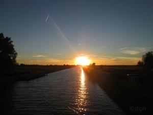 Sonnenuntergang am Kanal