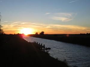 Sonnenuntergang am Kanal 3