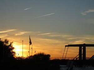 Sonnenuntergang mit Kanalbruecke